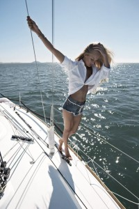4d2c4983105984e413e3ce1636fa3d72--yacht-boat-nautical-fashion
